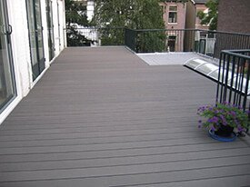 Mooi donker composiet balkon