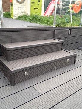 Composiet terrastrapje met een lampjes
